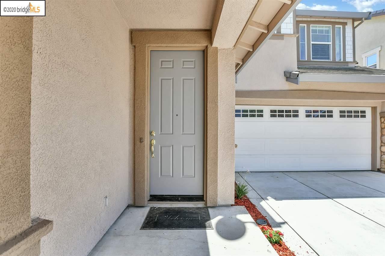 Photo of 862 Larkspur Ln, BRENTWOOD, CA 94513 (MLS # 40915104)