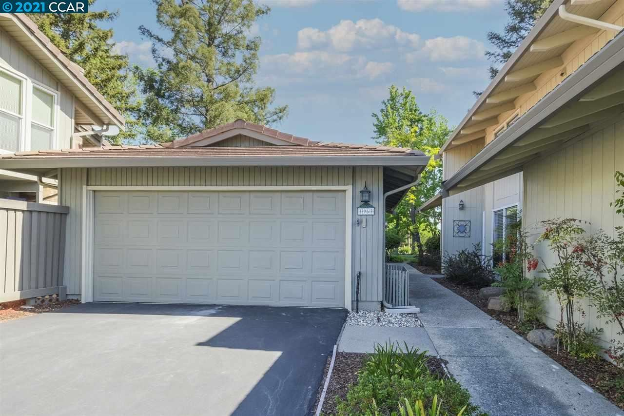 Photo of 96 Rolling Green Cir, PLEASANT HILL, CA 94523 (MLS # 40949110)