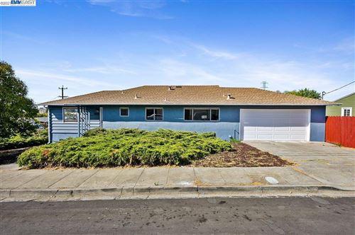 Photo of 25143 Del Mar Ave, HAYWARD, CA 94542 (MLS # 40968116)