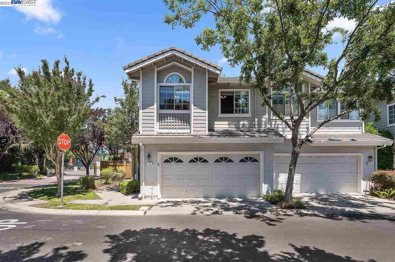 Photo of 214 Country Meadows Ln, DANVILLE, CA 94506 (MLS # 40961117)