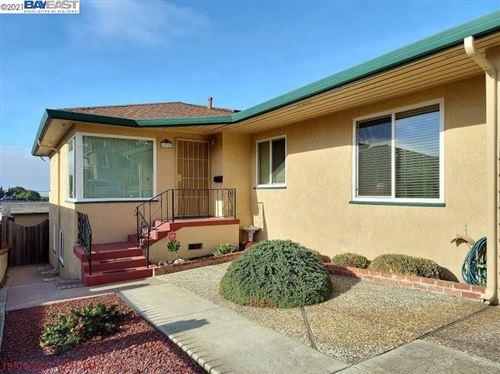 Tiny photo for 17065 Ehle St, CASTRO VALLEY, CA 94546 (MLS # 40934118)