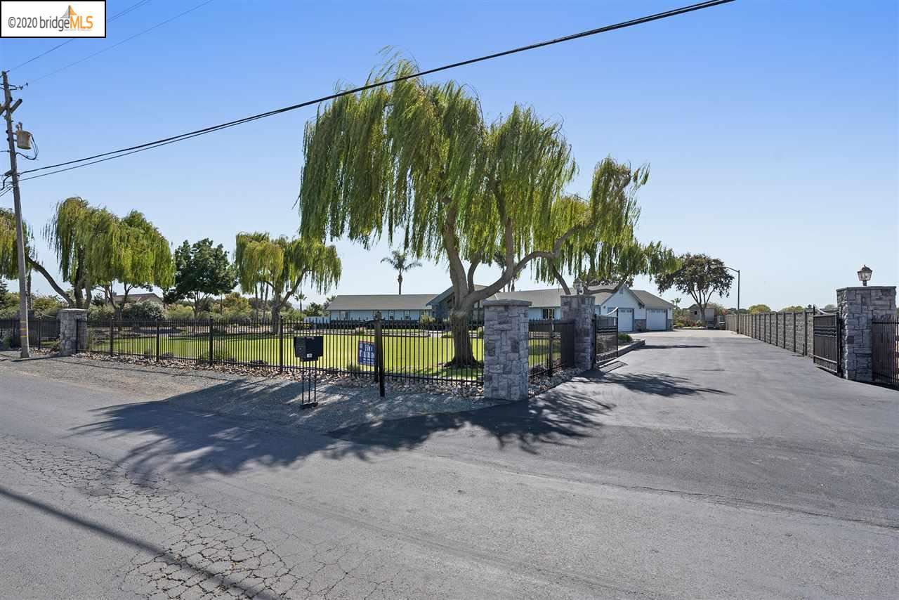 Photo of 185 Eagle Ln, BRENTWOOD, CA 94513 (MLS # 40916119)