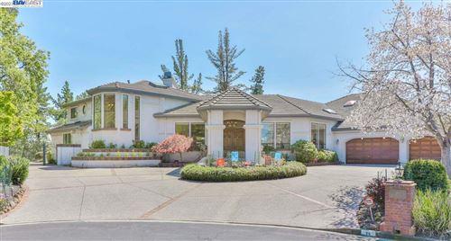 Photo of 26 Heritage Oaks Ct, ALAMO, CA 94507 (MLS # 40947132)