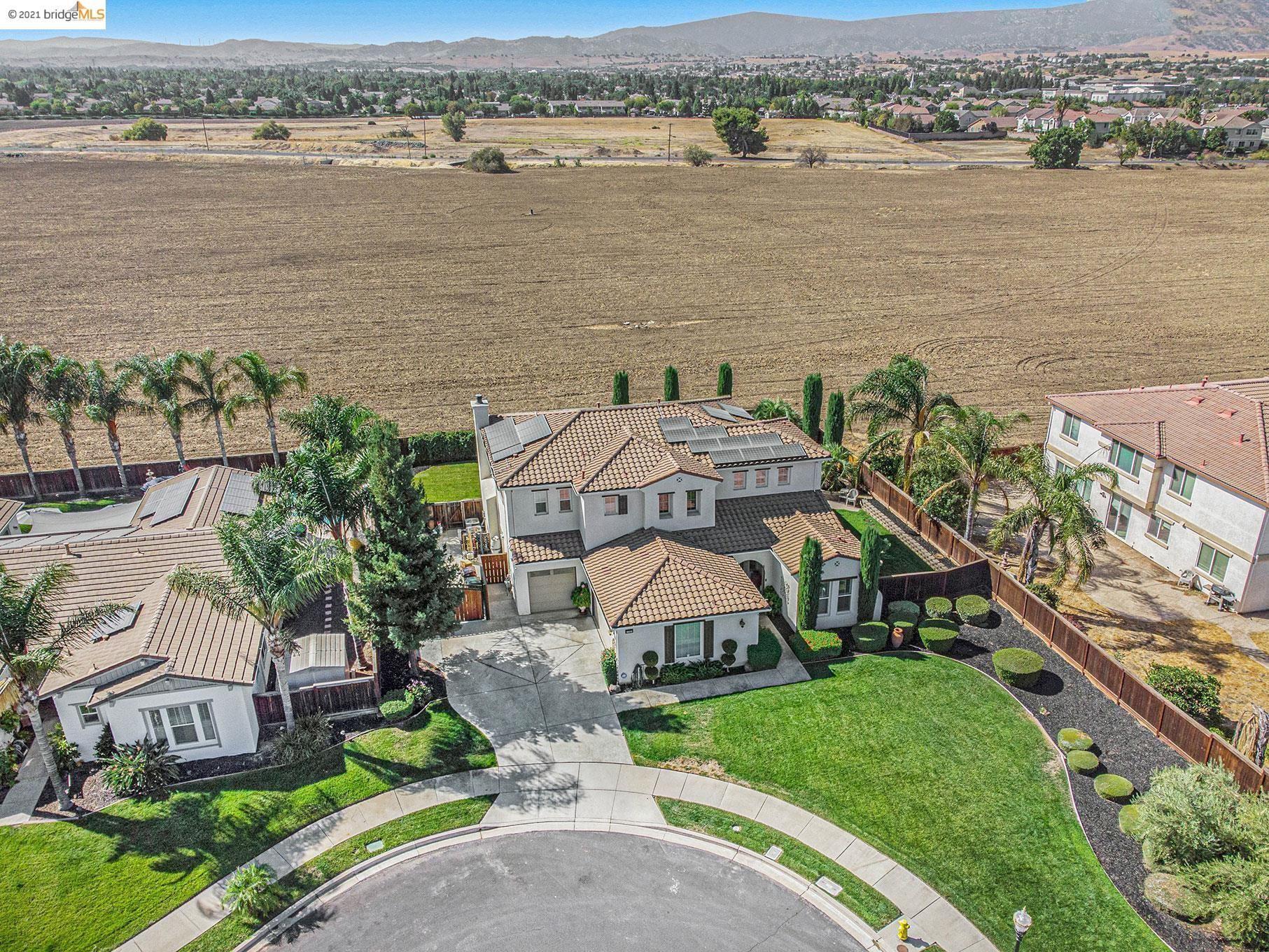 Photo of 1732 Brampton Pl, BRENTWOOD, CA 94513 (MLS # 40967134)