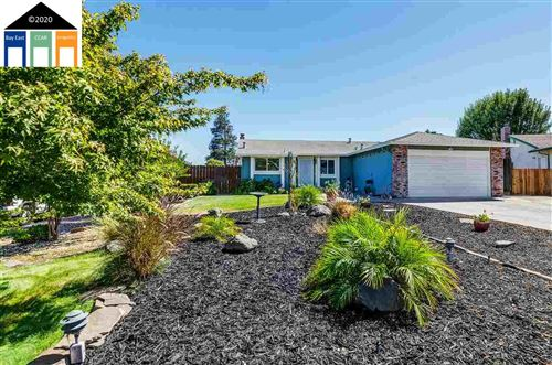Photo of 31 Demartini Ct, OAKLEY, CA 94561 (MLS # 40915137)