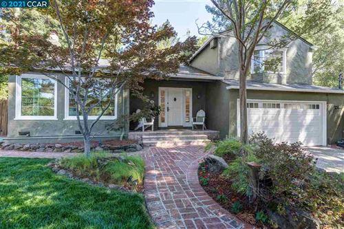 Photo of 15 Woodland Rd, ORINDA, CA 94563 (MLS # 40959140)