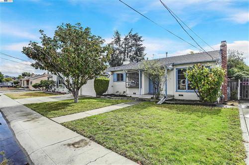 Photo of 2321 Star Ave, Castro Valley, CA 94546 (MLS # 40972142)