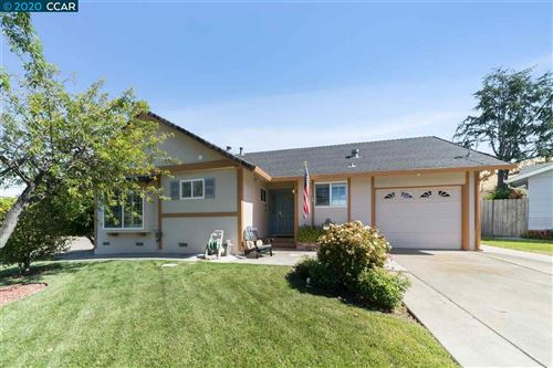 Photo of 11 Helix Ct, SAN RAMON, CA 94583 (MLS # 40906143)