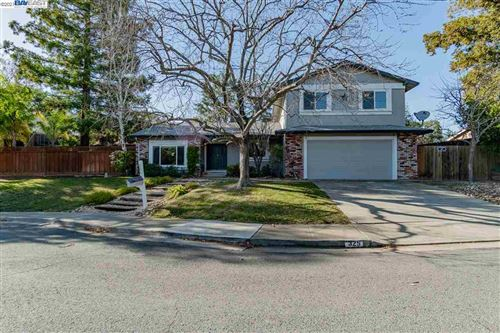 Photo of 325 Roundhill Ct, CLAYTON, CA 94517 (MLS # 40935143)