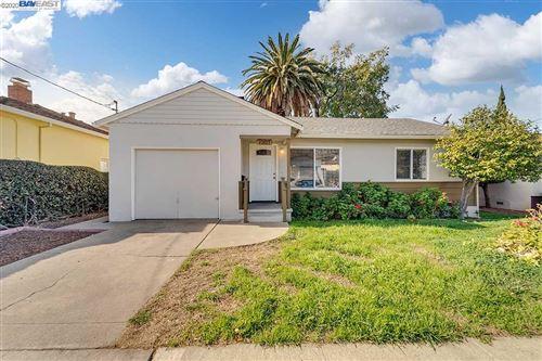 Photo of 25857 Bryn Mawr Ave, HAYWARD, CA 94542 (MLS # 40930146)