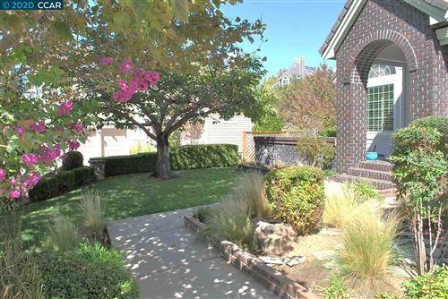 Photo of 333 Ahwanee Ln, CLAYTON, CA 94517 (MLS # 40930148)