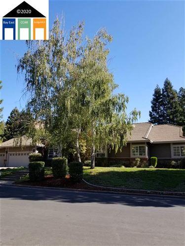 Photo of 150 Saddle Oaks Ct, WALNUT CREEK, CA 94596 (MLS # 40928151)