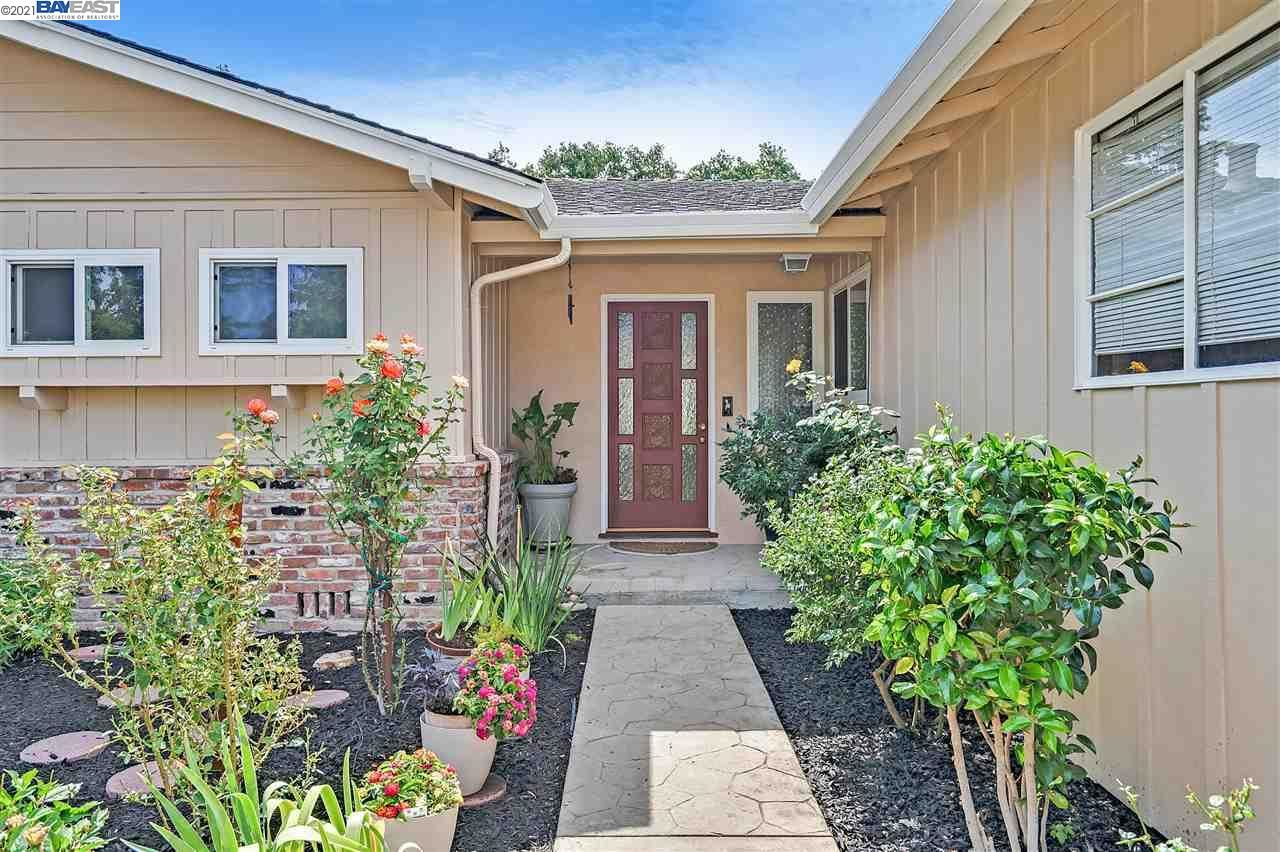 Photo of 15 La Gonda Ct., DANVILLE, CA 94526 (MLS # 40961158)