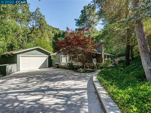 Photo of 9 Kittiwake Rd, ORINDA, CA 94563 (MLS # 40915162)