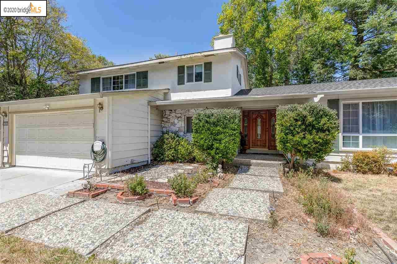 Photo of 349 Glen Arms Dr, DANVILLE, CA 94526 (MLS # 40916162)