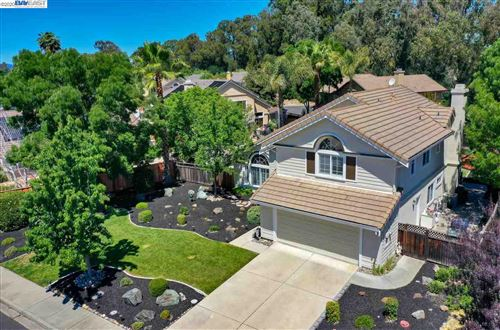 Photo of 394 Summertree Dr, LIVERMORE, CA 94551 (MLS # 40906175)