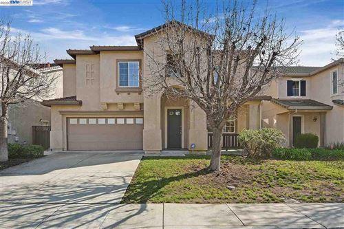 Photo of 2079 Redbud Way, ANTIOCH, CA 94509 (MLS # 40910178)