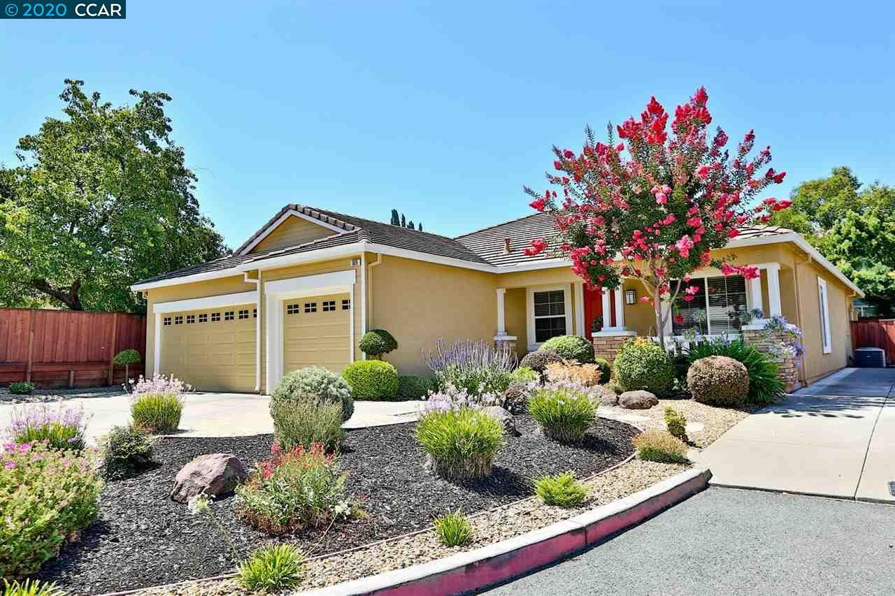 Photo of 909 Ashleigh Ln, CONCORD, CA 94518 (MLS # 40916181)
