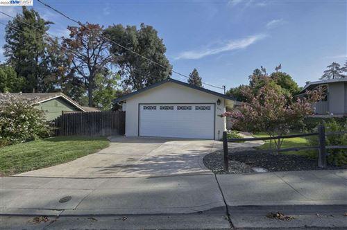 Photo of 548 E Angela St, PLEASANTON, CA 94566 (MLS # 40923184)