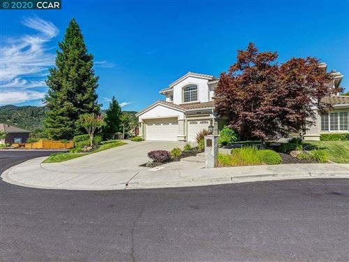 Photo of 10 Julie Highlands Ct, LAFAYETTE, CA 94549 (MLS # 40912186)