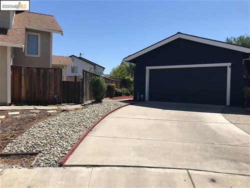 Photo of 353 Hazelnut Ln, OAKLEY, CA 94561 (MLS # 40908196)