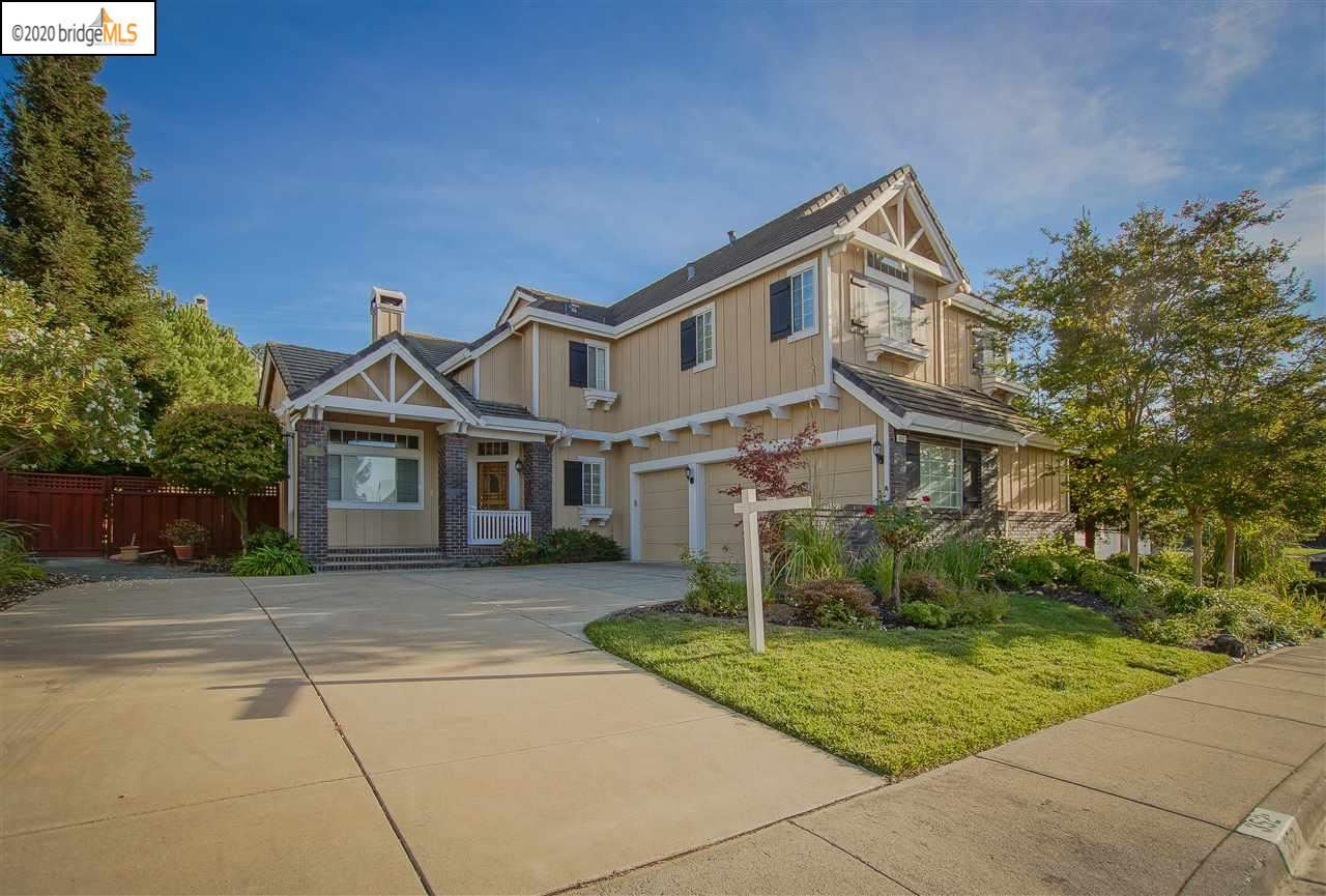 Photo for 352 BLUE OAK LN, CLAYTON, CA 94517 (MLS # 40900196)