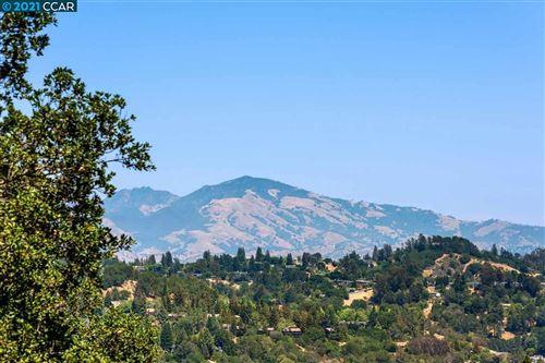 Photo of 14 Camino Del Diablo, ORINDA, CA 94563 (MLS # 40958207)