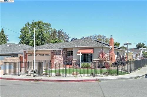 Photo of 3332 Jeanine Way, CASTRO VALLEY, CA 94546 (MLS # 40954209)