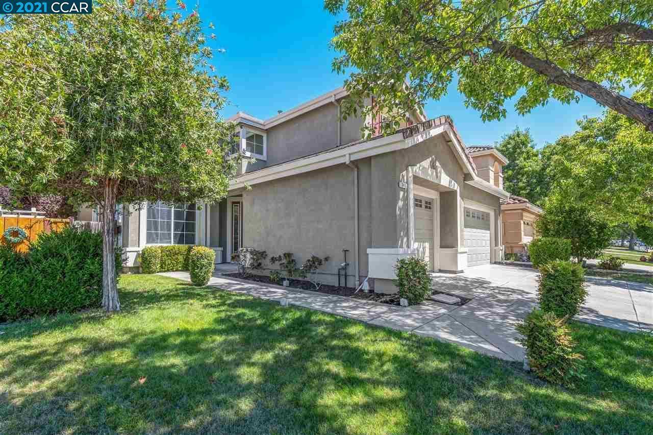 Photo of 340 Squirrel Ridge Way, DANVILLE, CA 94506 (MLS # 40960211)