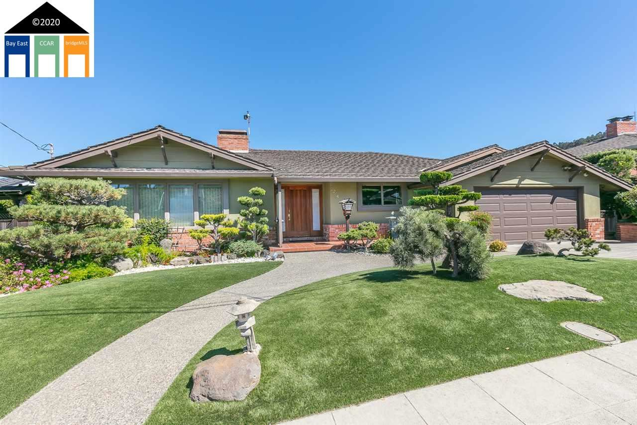 Photo for 2244 Lakeview Dr, SAN LEANDRO, CA 94577-6309 (MLS # 40922214)