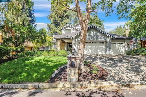Photo of 525 Buttonwood Dr, DANVILLE, CA 94506 (MLS # 40967217)