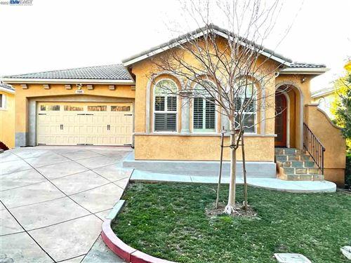 Photo of 22771 Rose Vine Ct, HAYWARD, CA 94541 (MLS # 40939221)