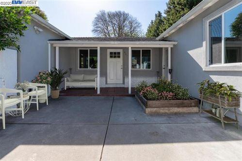 Photo of 860 Donohoe St, EAST PALO ALTO, CA 94303 (MLS # 40929230)