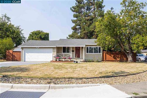 Photo of 894 Santa Cruz Dr, PLEASANT HILL, CA 94523 (MLS # 40919232)