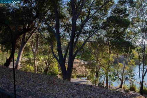 Tiny photo for 10 Bluff Ct, HERCULES, CA 94547 (MLS # 40922235)