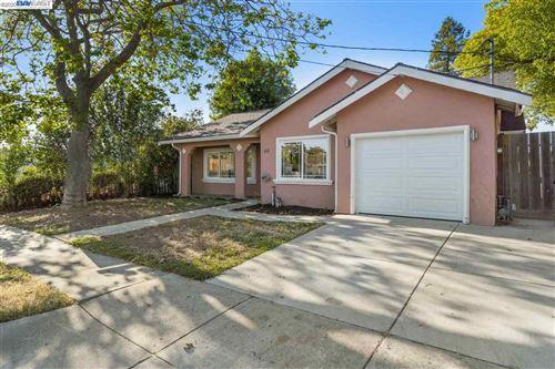 Photo of 411 Elmwood Ln, HAYWARD, CA 94541 (MLS # 40906236)