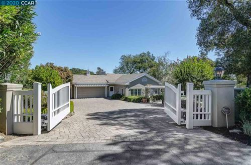 Photo of 31 Orinda View Rd, ORINDA, CA 94563 (MLS # 40922240)