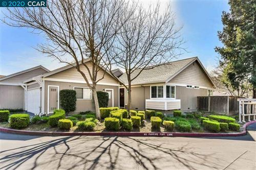Photo of 18 Donegal Way, MARTINEZ, CA 94553-6270 (MLS # 40896242)