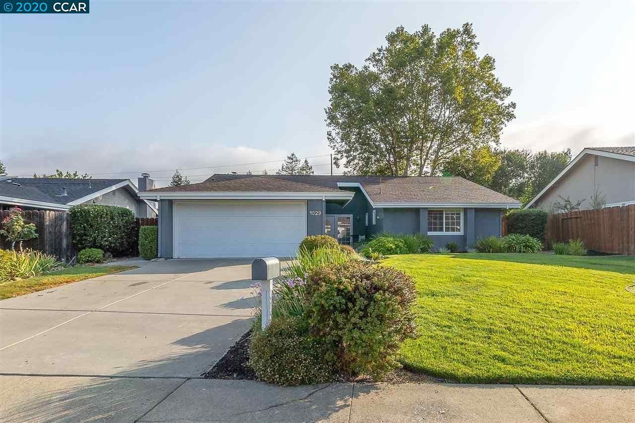 Photo of 1029 Lehigh Valley Cir, DANVILLE, CA 94526 (MLS # 40921248)