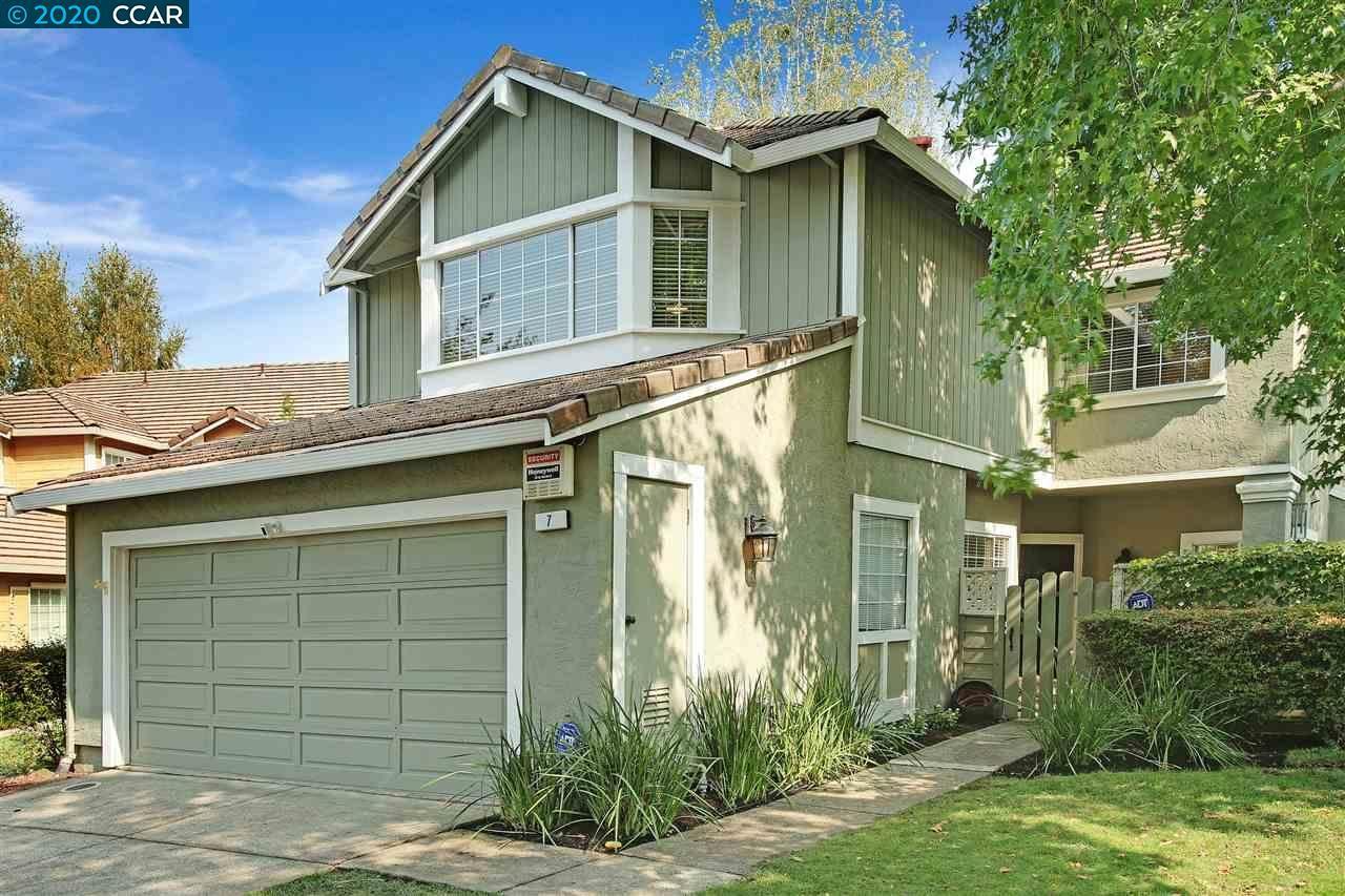 Photo of 7 Stuart Pl, DANVILLE, CA 94526 (MLS # 40921251)