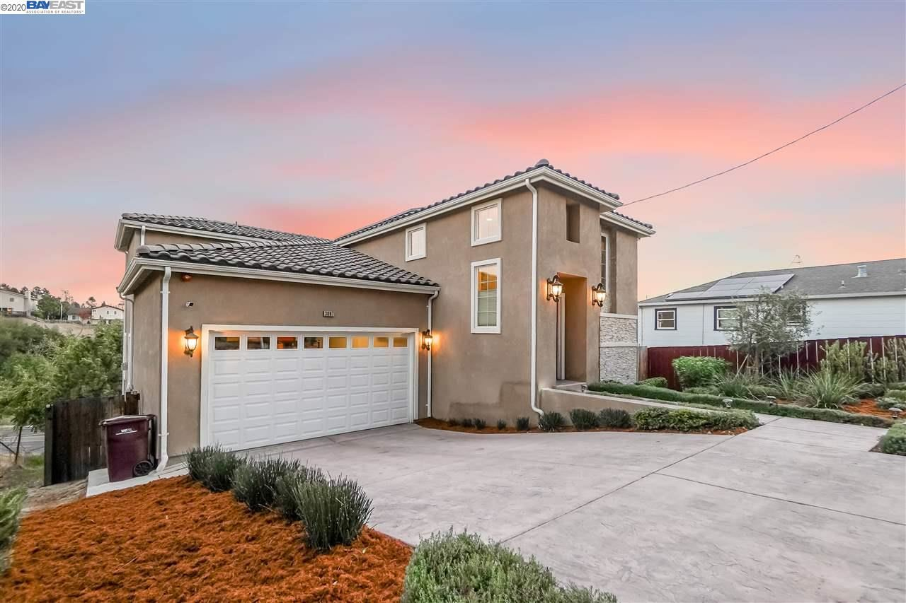 Photo for 3097 Chronicle Ave, HAYWARD, CA 94542 (MLS # 40927264)