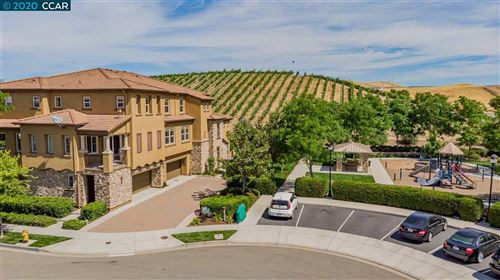 Photo of 674 Selby Ln #2, LIVERMORE, CA 94551 (MLS # 40911270)