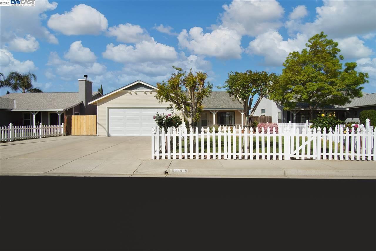 Photo of 5037 Teixeira Way, OAKLEY, CA 94561 (MLS # 40945275)
