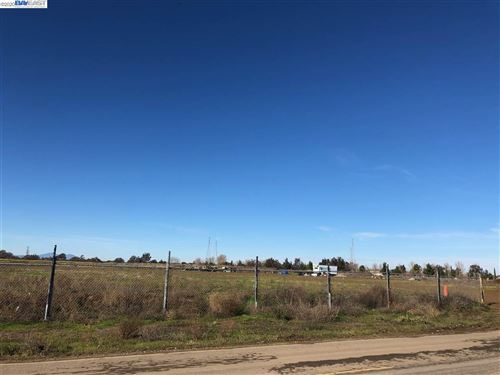 Photo of 18373 S MacArthur Dr, TRACY, CA 95376 (MLS # 40892277)