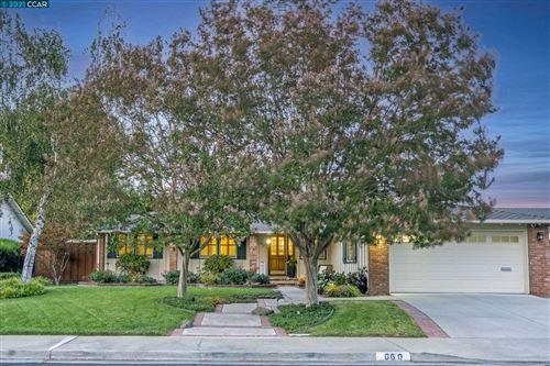 Photo of 660 Teak Ct, Walnut Creek, CA 94598 (MLS # 40970282)