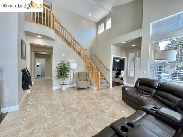 Photo of 709 Thompsons Dr, Brentwood, CA 94513 (MLS # 40971288)