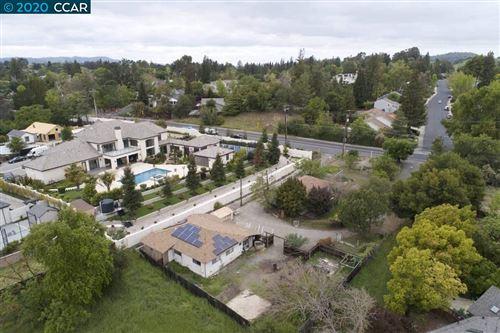 Photo of 931 Livorna Rd, ALAMO, CA 94507 (MLS # 40902289)