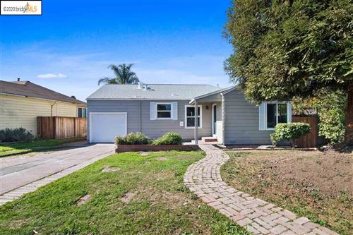 Photo of 21679 Lake Chabot Rd, CASTRO VALLEY, CA 94546 (MLS # 40896301)