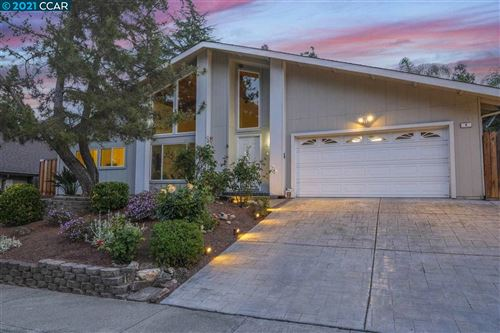 Photo of 8 Duffy Ct, PLEASANT HILL, CA 94523 (MLS # 40948304)
