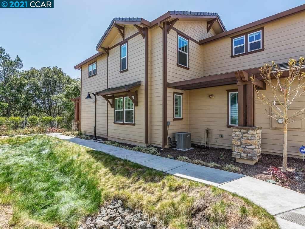 Photo of 15 Hazel Tree Rdg, ORINDA, CA 94563 (MLS # 40945304)